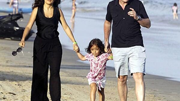 A la bella actriz mexicana y a su esposo el destacado empresario francés, parece no importarles la reciente noticia en donde se asegura que Pinault tuvo un hijo con la modelo Linda Evangelista.