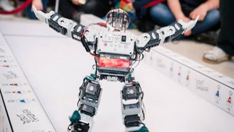 """Humanoid Robot """"EL CHAVO"""" from Mexico ganador en la cateogoría humanoid sprint viena de Robot Challenge"""