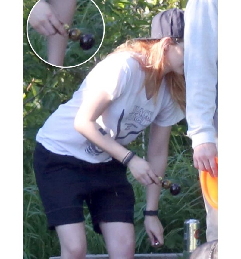 La actriz fue captada con una pipa con la que se acostumbra fumar marihuana.