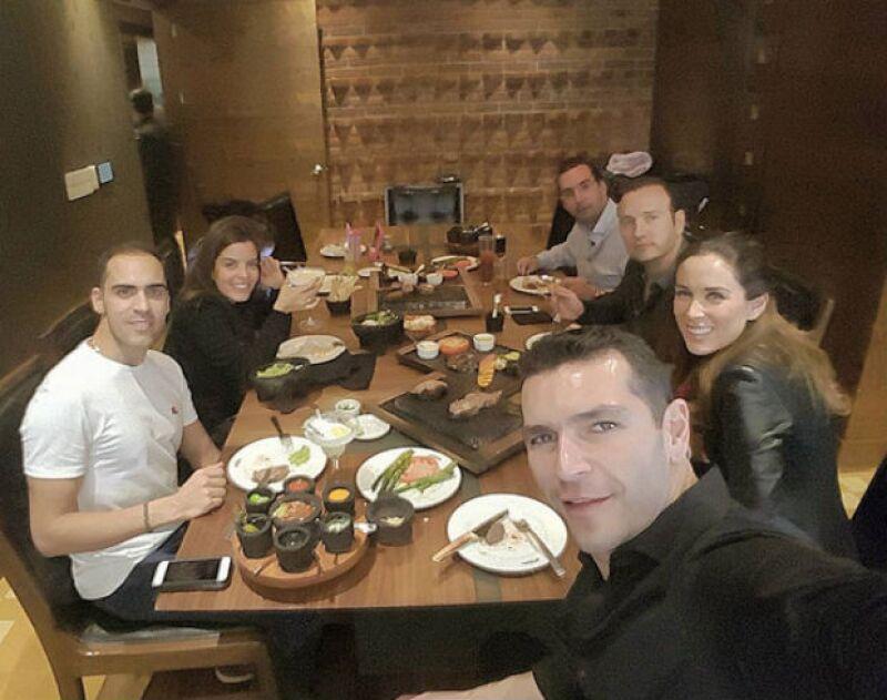 Pastor Maldonado en una comida a la mexicana con Jacky, Martín y amigos.