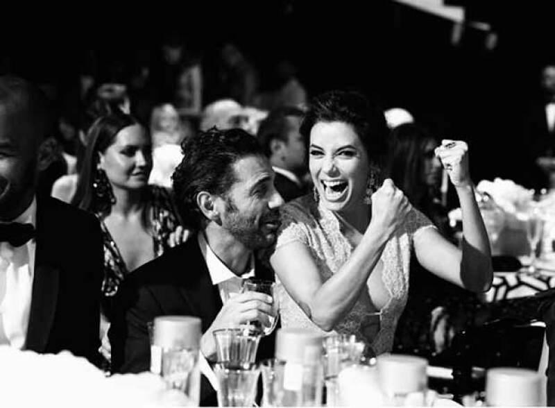 El actor donó una obra de Bansky que se subastó en un millón de dólares,mientras que la novia de Pepe Bastón adquirió una litografía de Liz Taylor en 550 mil euros.