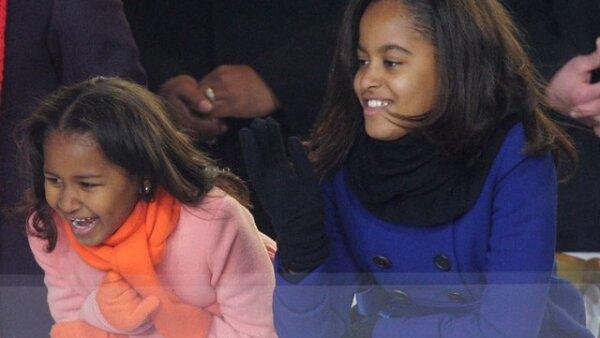 Malia, de 10 años, y Sasha, de 7, asistieron y observaron detenidamente el discurso de su padre al tomar protesta como el nuevo presidente de Estados Unidos.