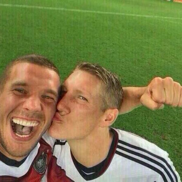 La polémica cantante compartió esta imagen de la felicidad de los deportistas tras su triunfo.