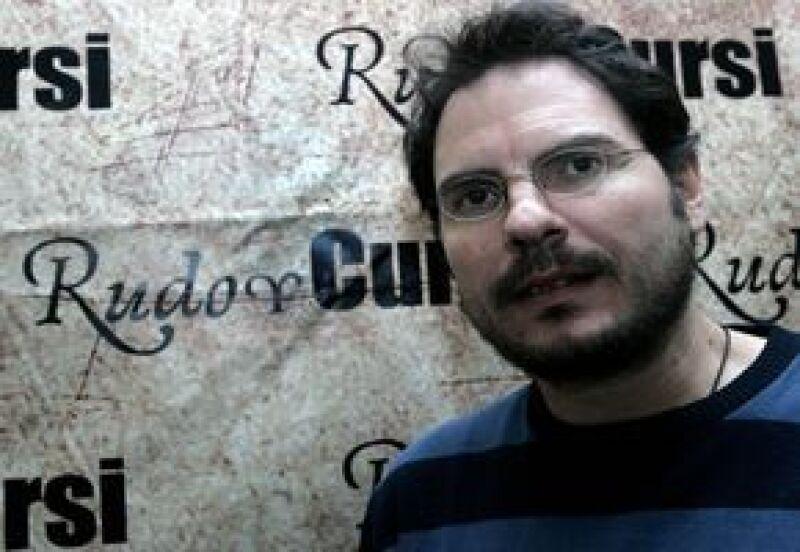 El cineasta mexicano dice que la distribución del texto basado en la cinta Rudo y Cursi abarcará países fuertes en términos literarios, como Argentina, Colombia, Chile y España.