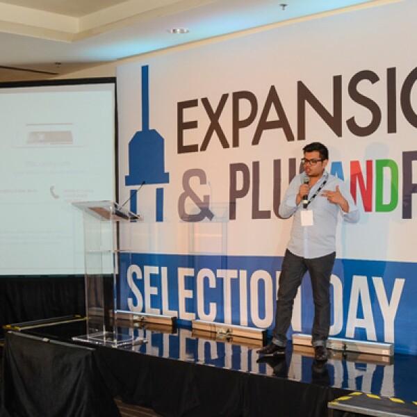De 23 años, Jesús Díaz lanzó su tienda de ropa y accesorios en línea.