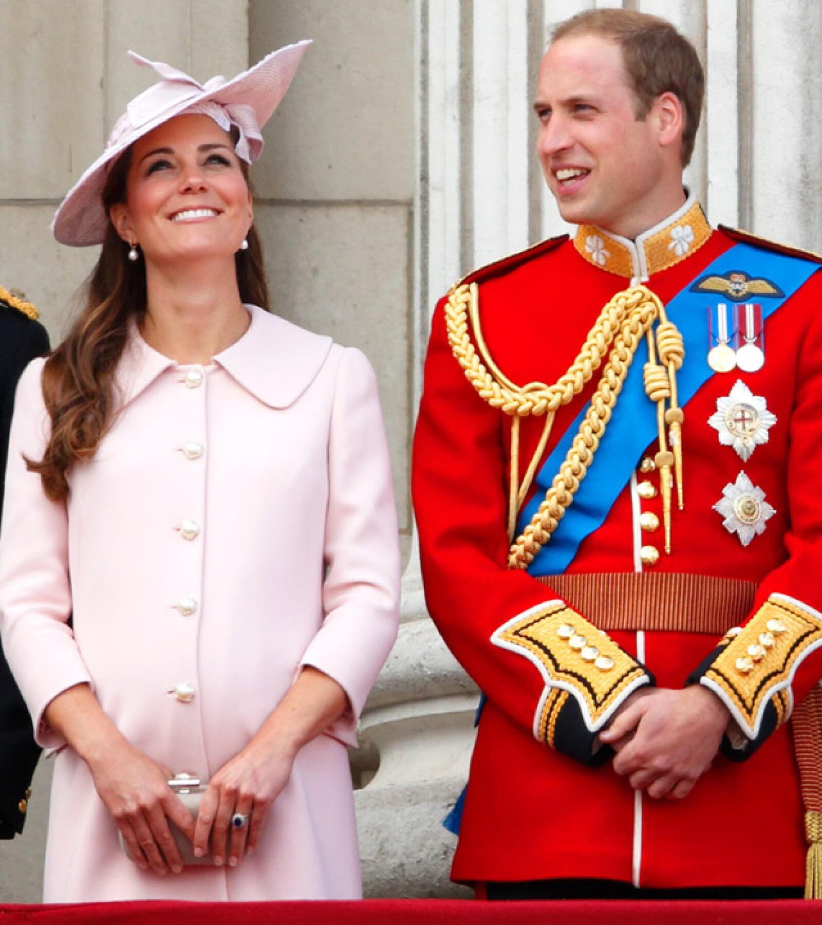 Kate Middleton lució radiante en un abrigo rosa y una pamela a juego durante su última aparición pública antes de convertirse en mamá.