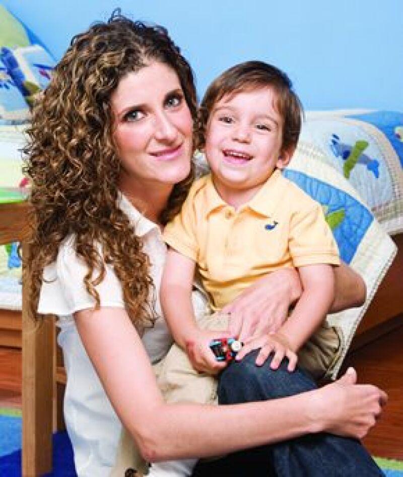 Marisol Álvarez y Eduardo. Es el primero de dos niños. Su papá es Eduardo Sánchez.