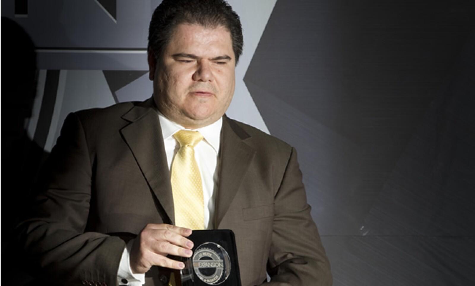 El Secretario de Finanzas del Distrito Federal, Armando López Cárdenas, recibió el premio en representación del portal de su dependencia, el cual ganó en la categoría 'e-Gobierno'.