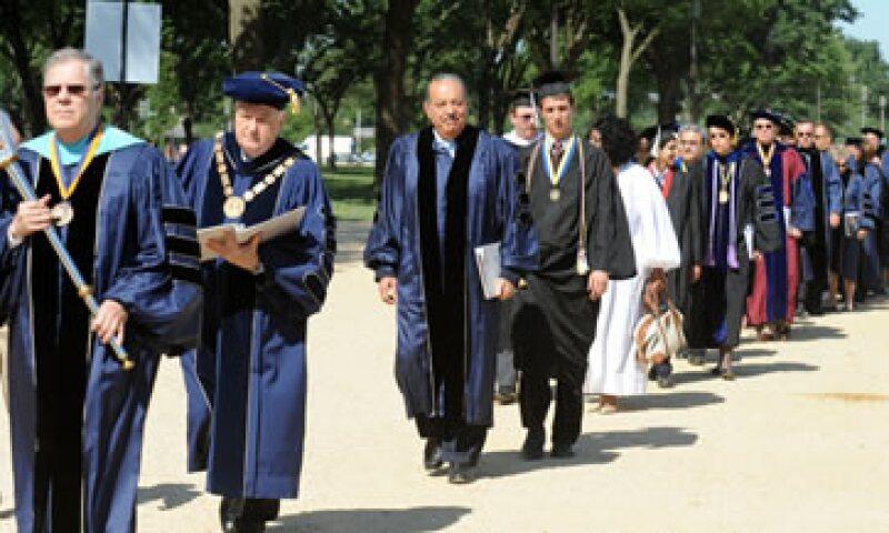 Carlos Slim obtuvo la distinción en la ceremonia de graduación de la clase 2012. (Foto: Notimex)