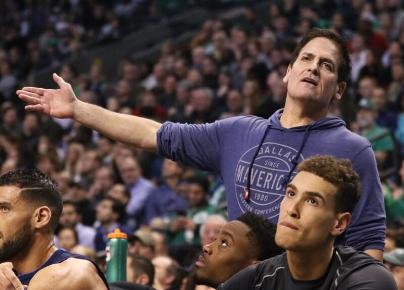 Mark Cuban Mavericks de Dallas acoso sexual donación