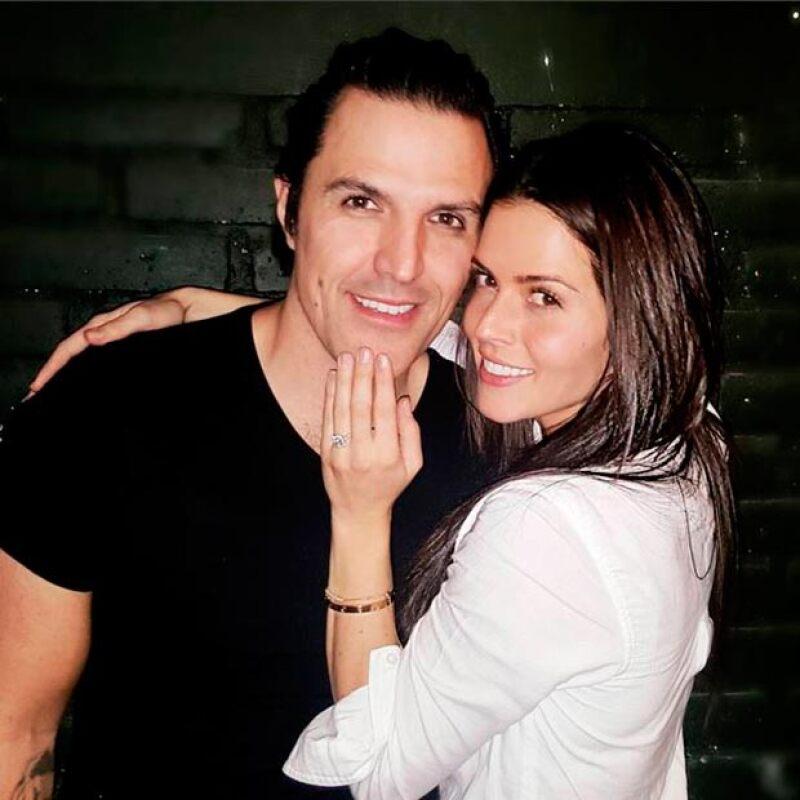 Claudia y Billy en el día de su compromiso.
