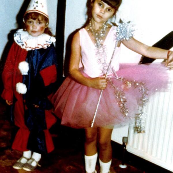 Desde que era una pequeña niña descubrió que quería ser famosa. Estudió danza y modelaje.
