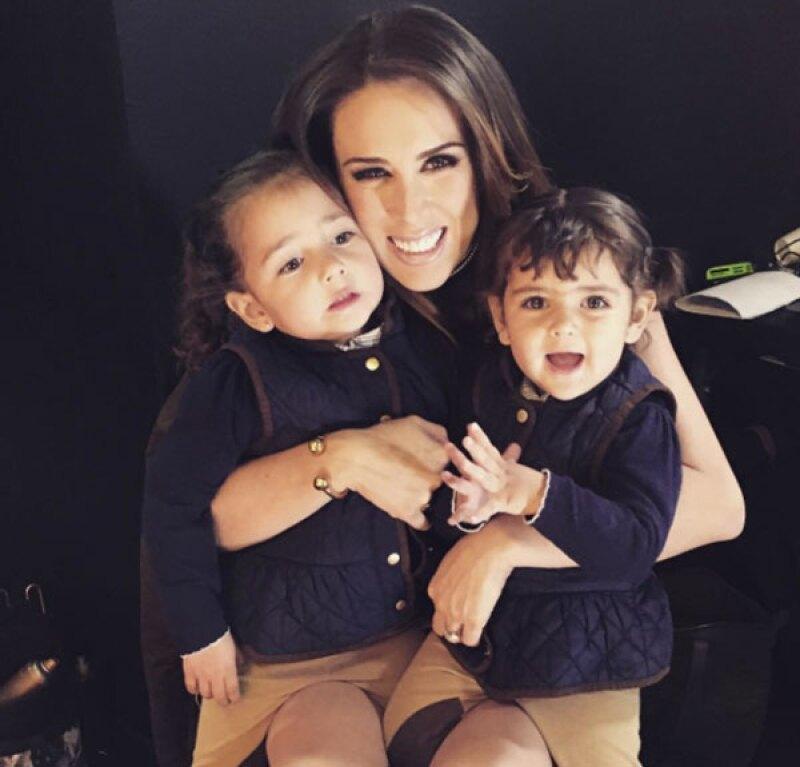 Aunque está a punto de ser mamá, su avanzado embarazo no le impide a la conductora festejar a sus hijas, y así fue como consintió a Carolina en su cumple.
