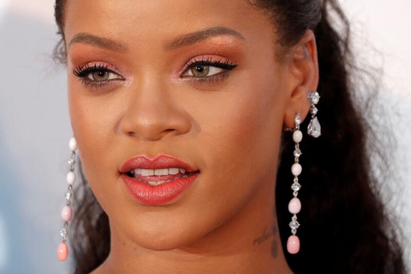 Rihanna Pone De Nuevo En La Lona A Snapchat