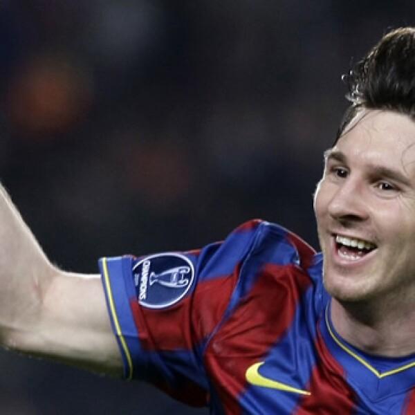 Lionel Messi, comparado con Diego Armando Maradona, anotó los cuatro goles en la victoria del Barcelona