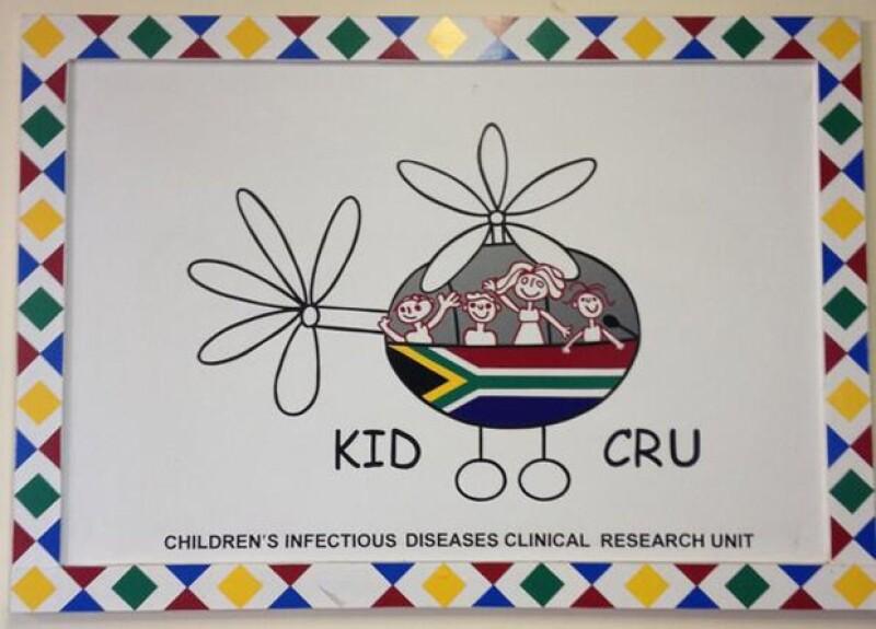 La diseñadora viajó a Cape Town para convivir con niños de la fundación Tutu Tester y Born Free Africa. Allí la madre de cuatro hijos demostró su lado humanitario y amoroso.