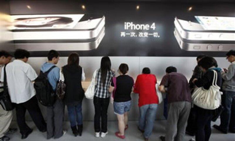 La mayoría de las nuevas patentes están relacionadas con características de los teléfonos móviles de Apple. (Foto: AP)