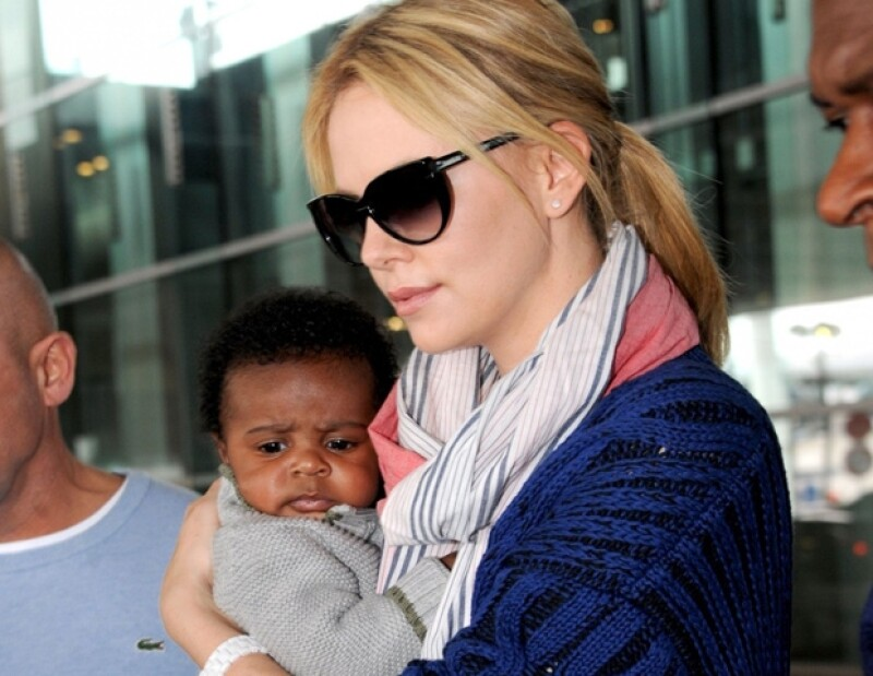 La actriz y el pequeño Jackson fueron captados a su llegada al Aeropuerto Internacional Roissy Charles De Gaulle en París, Francia.