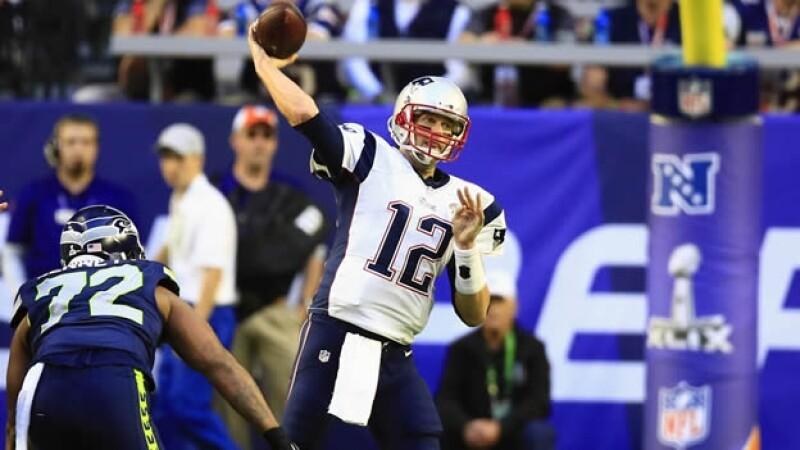 El quaterback de los Patriotas de Nueva Inglaterra Tom Brady ya lanzó una intercepción en el Super Bowl ante Seattle