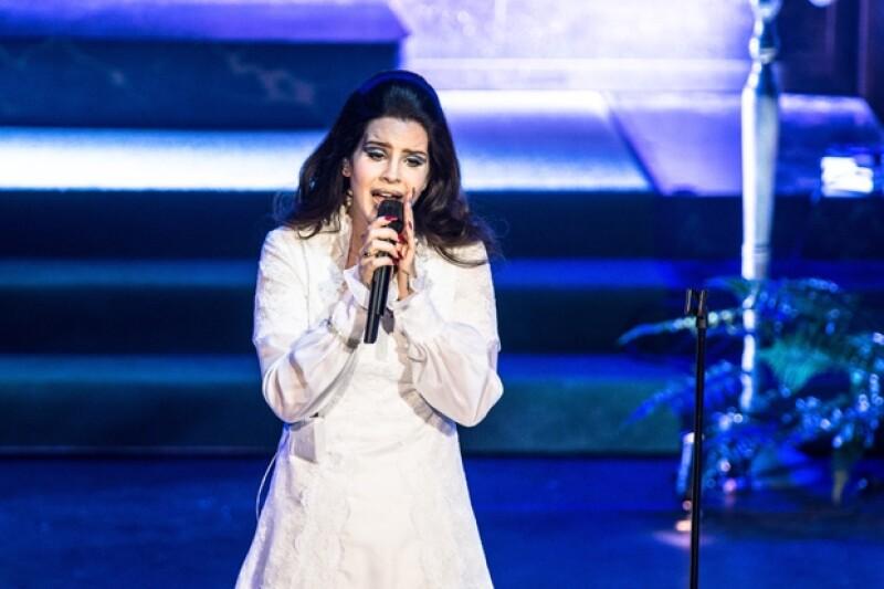 A sus 27 años Lana ha viajado por todo el mundo, aquí durante su último concierto en París.