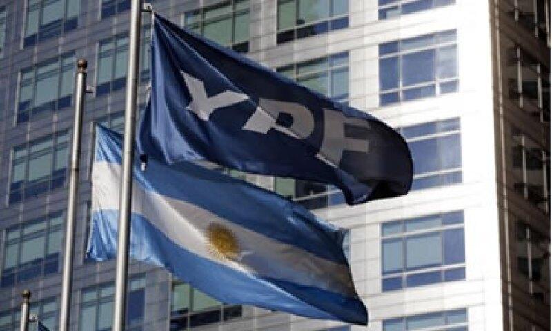 Argentina quiere nacionalizar a YPF con el argumento de que la petrolera ha entregado malas cuentas y el país ha tendido que importar petróleo.  (Foto: Reuters)