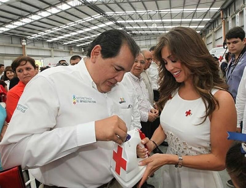 Anahí recibió varios donativos durante el evento.