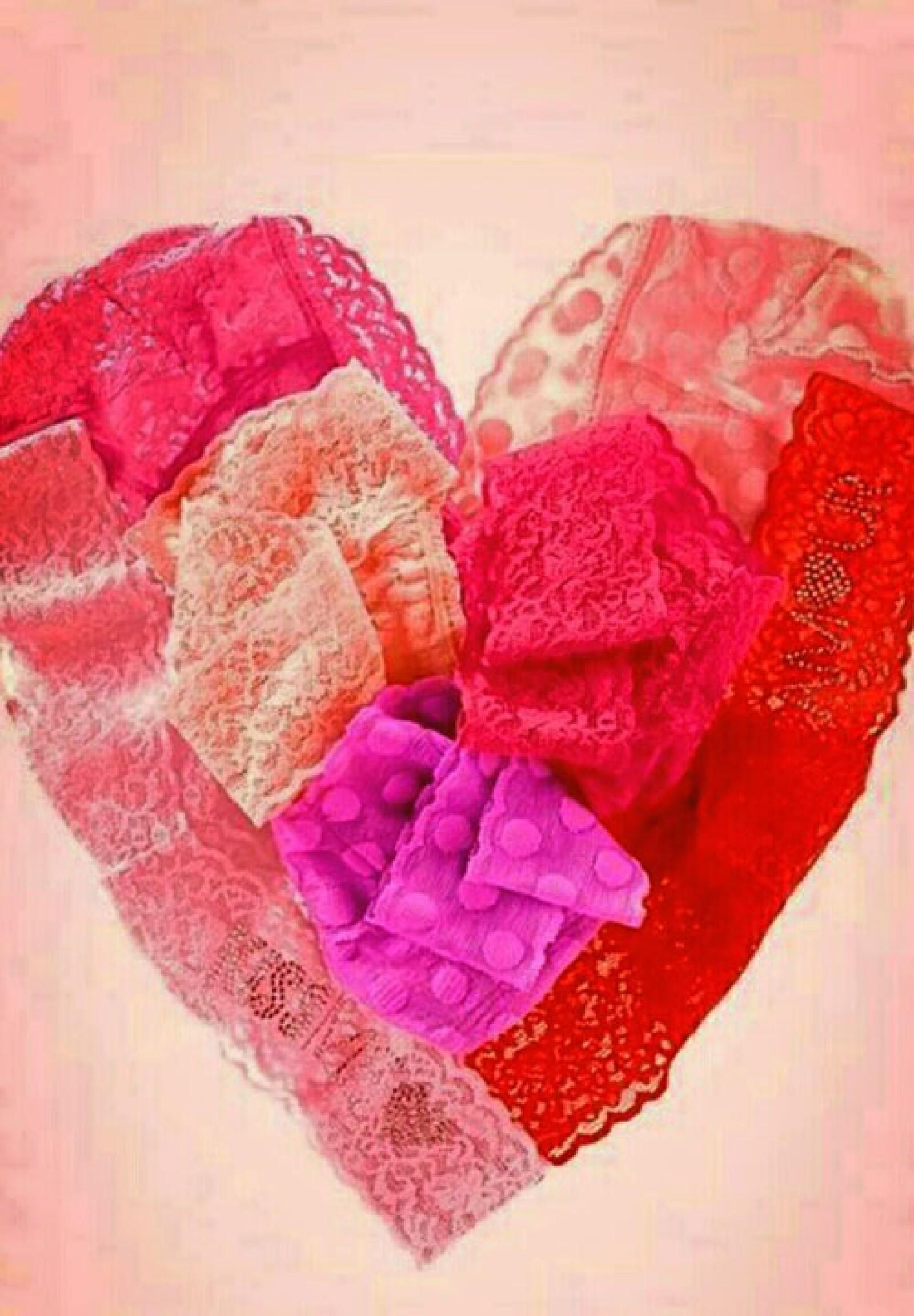 Danna Paola regaló a todos los twitteros un lindo corazón.