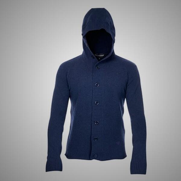 7.Un 'sweater' con capucha incluida, con materiales 100% algodón y botones anchos.