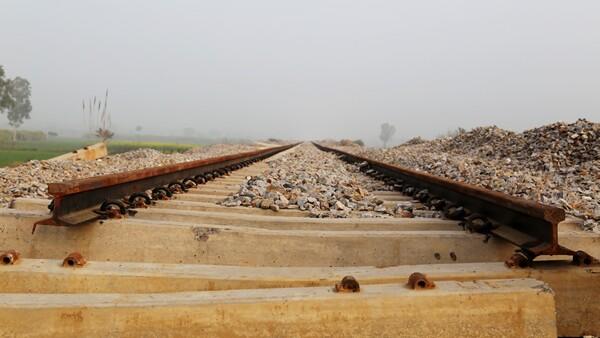vía de tren descompuesta
