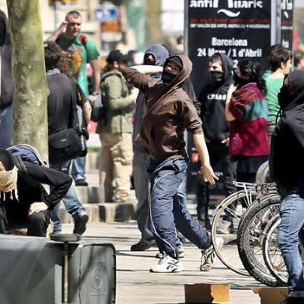Manifestantes se enfrentan con fuerzas de seguridad