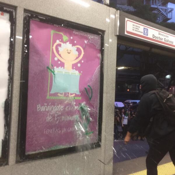 Destrozos en el Metrobús 3
