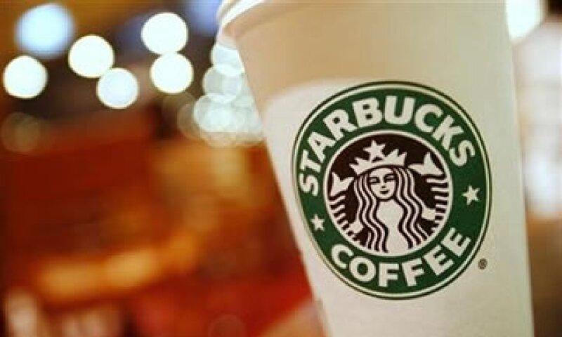 Starbucks busca abrir cafeterías en centros comerciales, estaciones de ferrocarril, aeropuertos y oficinas. (Foto: Reuters)