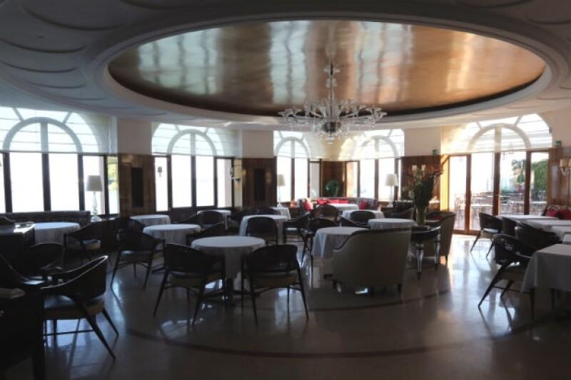 El restaurant del Hotel Cipriani tiene un estilo clásico y elegante con grandes ventanales.