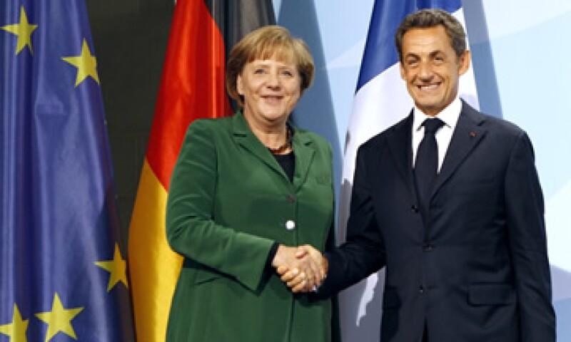 La canciller alemana Angela Merkel y presidente francés Nicolas Sarkozy dieron una conferencia de prensa conjunta.  (Foto: Reuters)