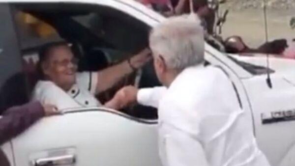 López Obrador y mamá de El Chapo .jpg