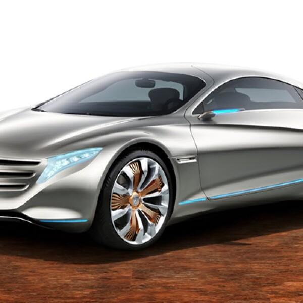 """Bautizado con el número de años que tiene la firma que fundó, Carl Benz. Además de sus puertas """"alas de gaviota"""" y estilo arriesgado, el 125! es impulsado por cuatro motores eléctricos."""