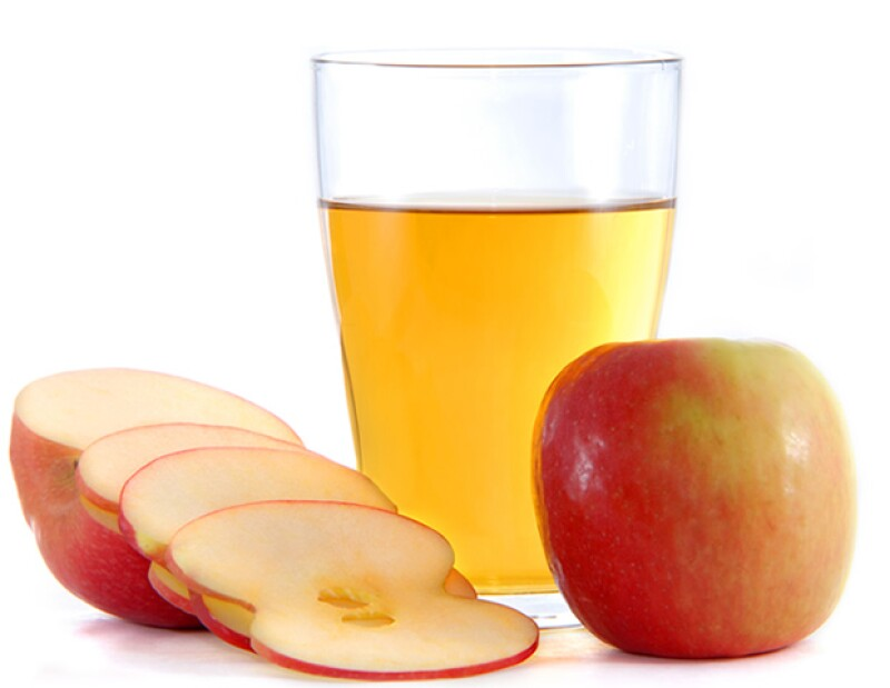 El vinagre de cidra de manzana ayuda a tratar el acné y las erupciones en la piel.
