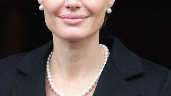 Mediante una carta publicada al periódico New York Times, Angelina Jolie le confesó al mundo que se sometió a una doble mastectomía para reducir el riesgo de contraer cáncer de mama.