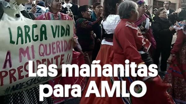 Le cantaron las mañanitas a AMLO afuera de Palacio Nacional | #Clip