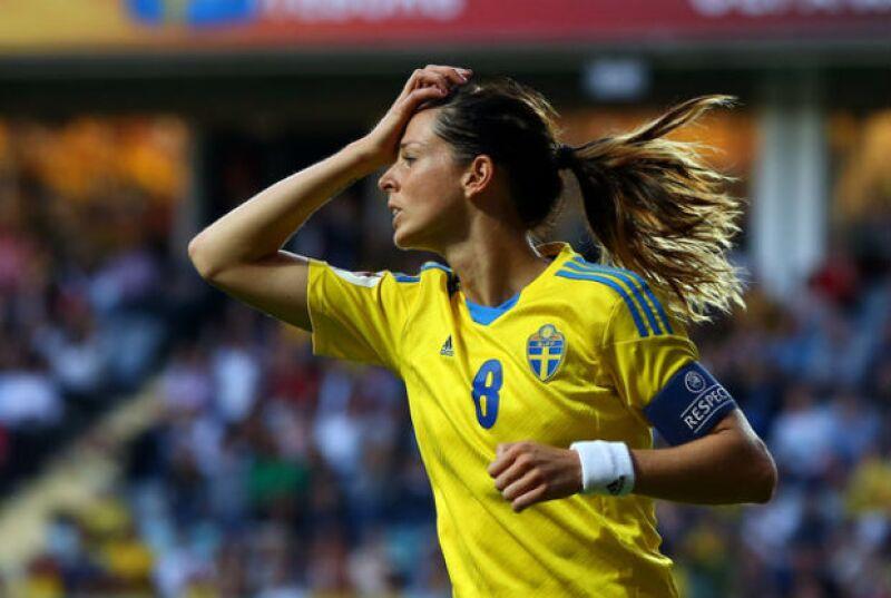 Nadie mejor para entender a un futbolista que otra futbolista y eso lo sabe Lotta.