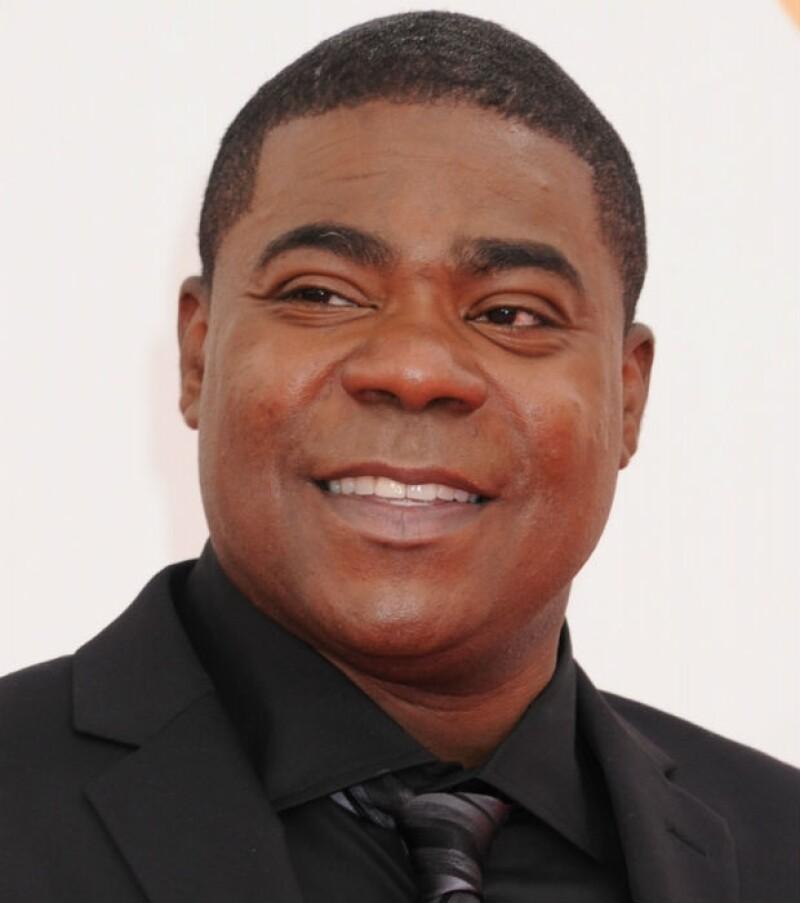 Mientras el actor y comediante sigue en estado grave, el presunto culpable que provocó el incidente recibió cinco cargos al respecto.
