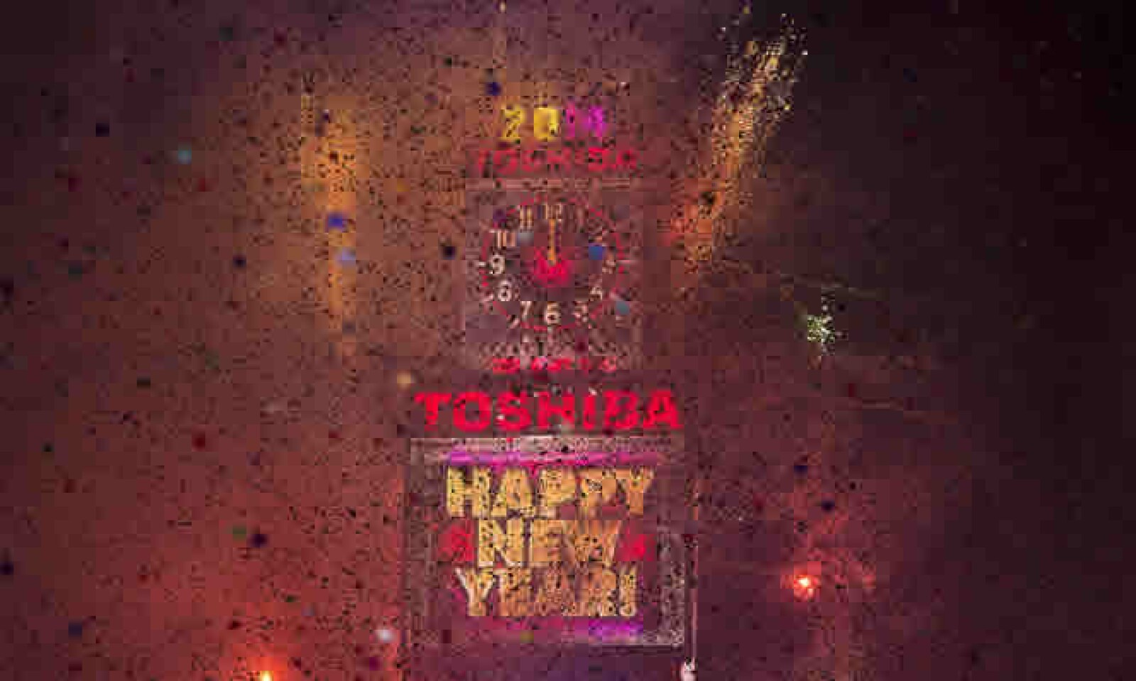 El confeti coloreó Times Square durante la celebración del Año Nuevo.