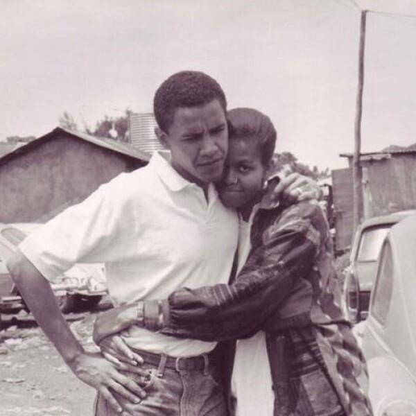 El presidente Barack Obama deseó feliz San Valentín a todos con esta hermosa fotografía de él y la primera dama, hace algunos ayeres.