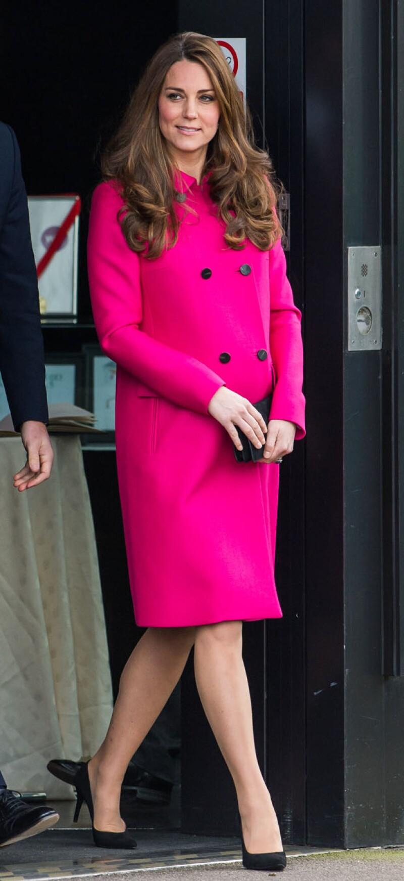 Así luce la duquesa de 33 años de edad a un mes de convertirse en mamá por segunda vez.