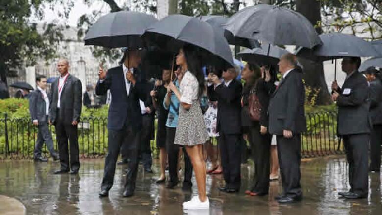 La lluvia incesante no impidió el recorrido por la parte más antigua de la capital, la Plaza de Armas.