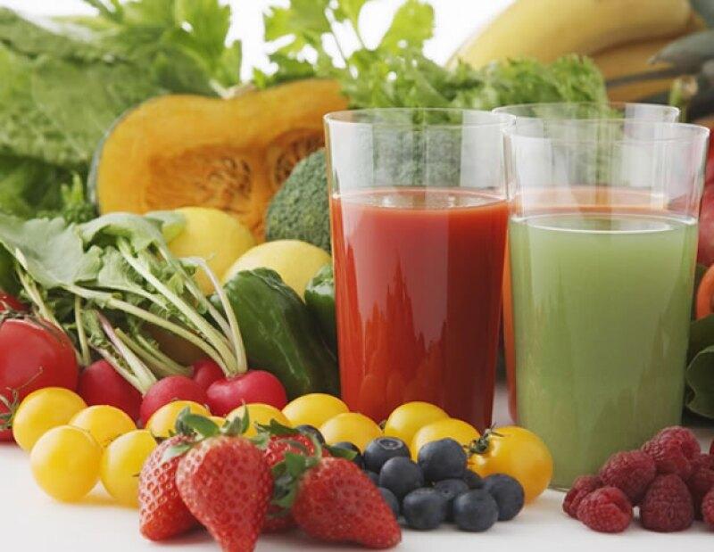 Opta por incluir frutas y verduras en tu dieta.