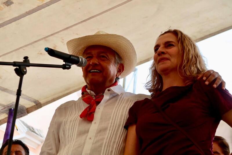 Andrés Manuel López Obrador y Beatriz Müller