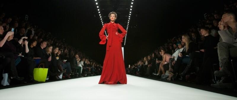 En este evento destacó la presencia en la pasarela de la modelo Veruschka von Lehndorff, quien fue un ícono del moda en los años 60 y actualmente tiene 72 años.