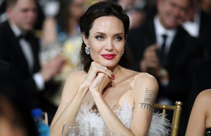 Angelina-Jolie-Plumas