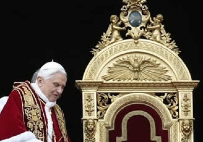 El accidente del jueves volvió a plantear la duda de si el Papa debe tener tanto contacto con la gente.  (Foto: AP)